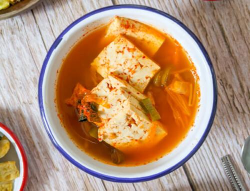 Kongnamul Kimchi Guk / Soupe de Kimchi aux pousses de soja / 공나물김치국